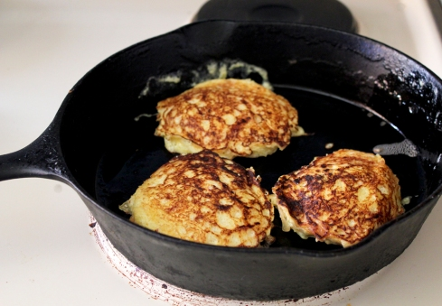 caramelized onion and spaghetti squash pan cakes